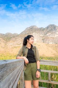Mulher viajante independente