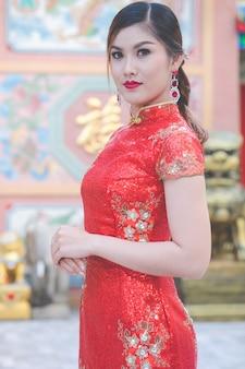 Mulheres asiáticas em trajes chineses tradicionais