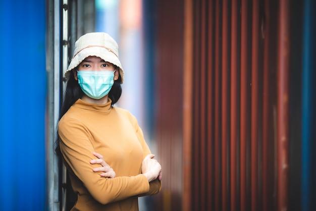 Mulheres asiáticas usando máscara médica, pandemia de coronavírus covid-19
