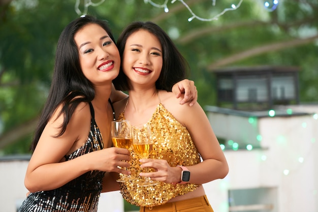 Mulheres bonitas na festa