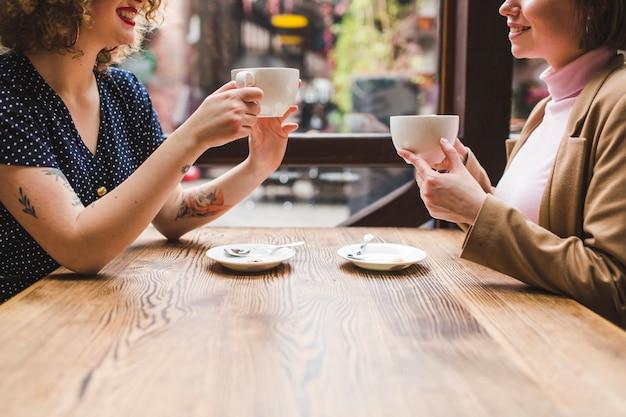 Mulheres, café bebendo