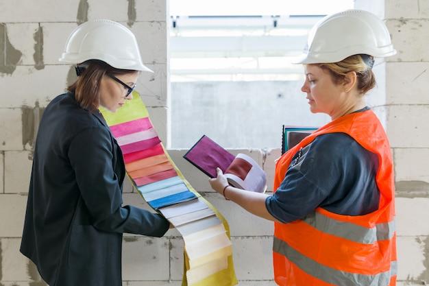 Mulheres com amostras de tecidos