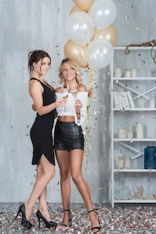 Mulheres, com, copos champanha