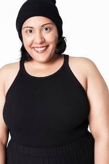 Mulheres de tamanho inclusivo em blusa preta fashion