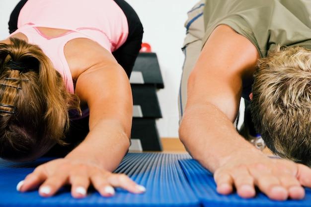 Mulheres fazendo exercício