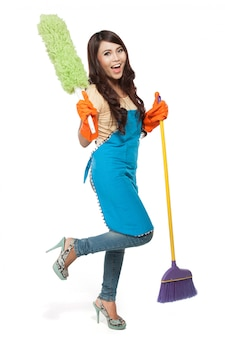 Mulheres felizes, excitadas durante a limpeza