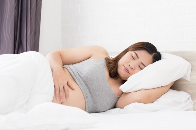 Mulheres gravidas que dormem