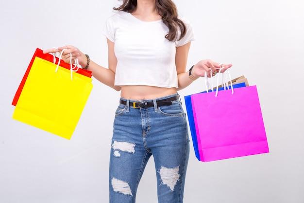 Mulheres jovens, com, shopping, branco, fundo