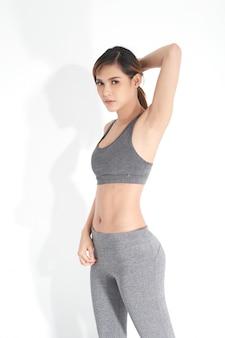Mulheres jovens, em, cinzento, exercite roupa