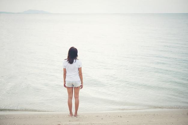 Mulheres mar pessoas sol de verão