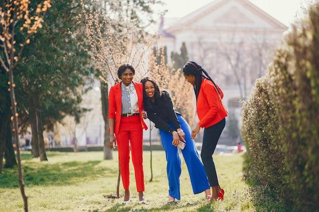 Mulheres negras em um parque