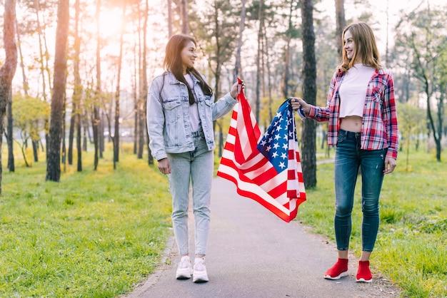 Mulheres, parque, com, bandeira eua