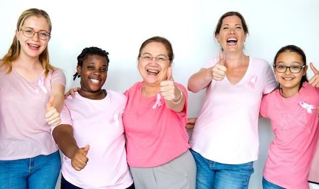 Mulheres que promovem a conscientização do câncer de mama