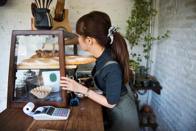 Mulheres que trabalham em sua loja