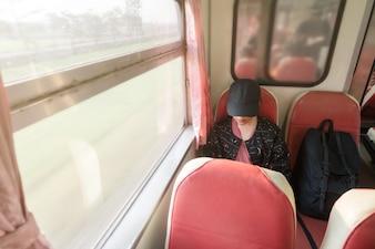 Mulheres que viajam no estilo mochileiro