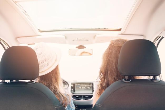 Mulheres, sentando, carro