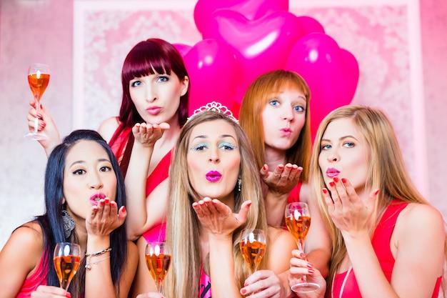 Mulheres, tendo, bachelorette, partido, noturna, clube