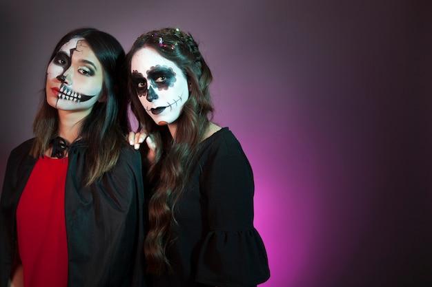 Mulheres vestidas de vampiros