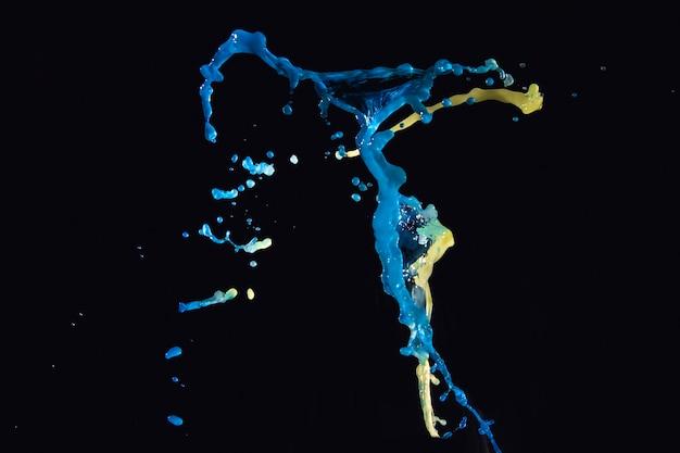 Multi colorido salpicos de água no pano de fundo preto