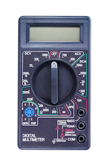 Multímetro digital em caixa preta sobre branco
