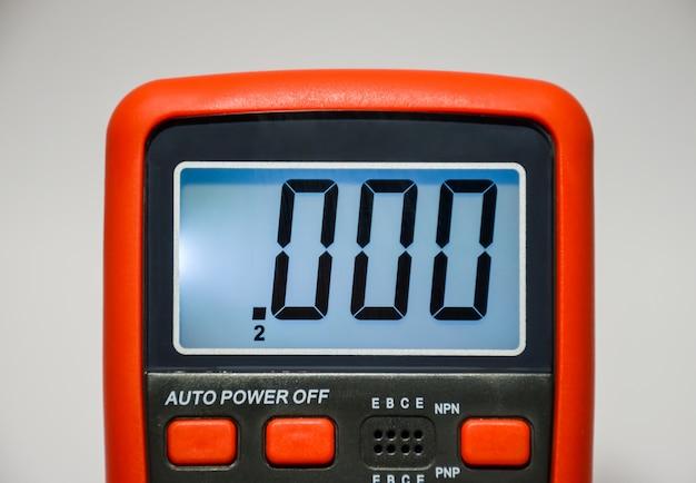 Multímetro para medir vários parâmetros.