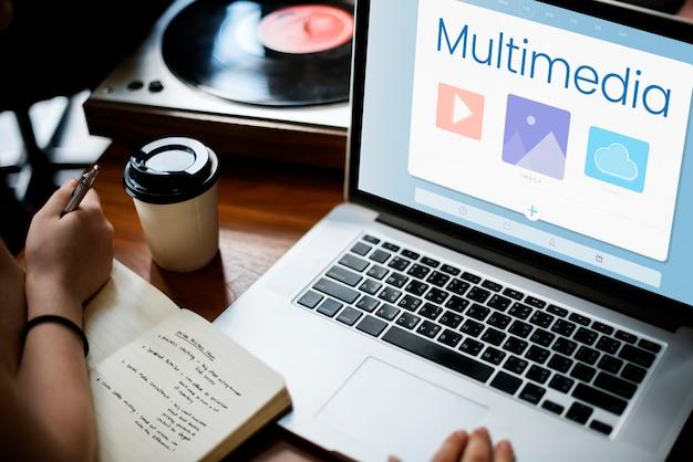 Multimídia em um laptop