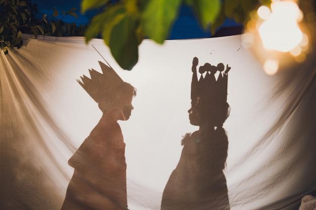 Mundo mágico - príncipe e princesa, teatro de sombras
