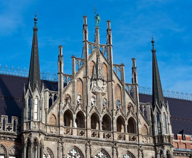 Munique, gothic city hall detalhes da fachada