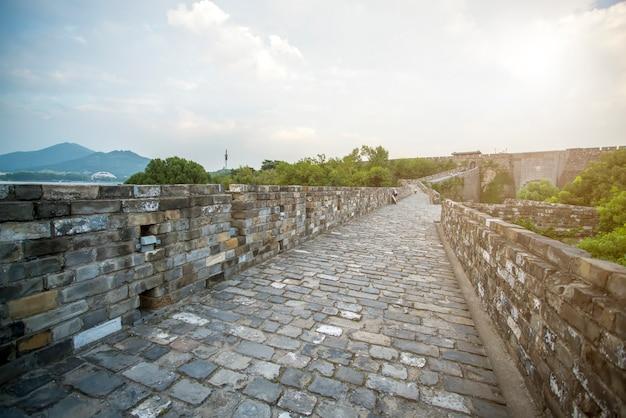 Muralhas da cidade antiga e templos em nanjing, china