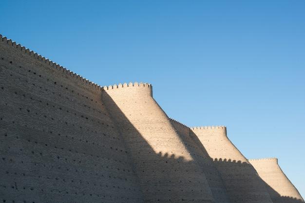 Muralhas históricas da fortaleza da arca em bukhara, ásia central