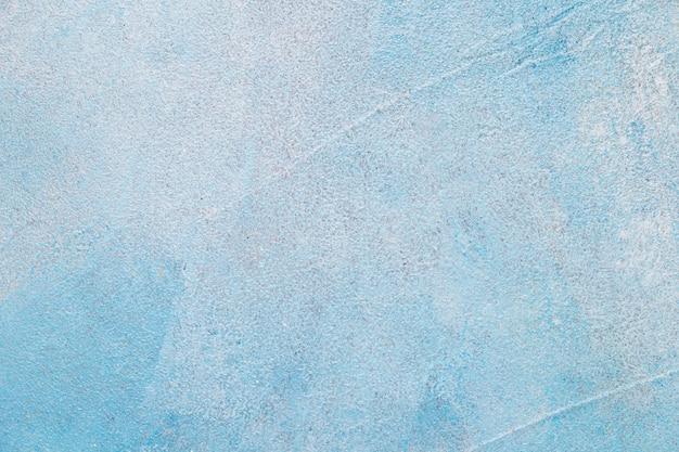 Muro de concreto pintado com cor azul