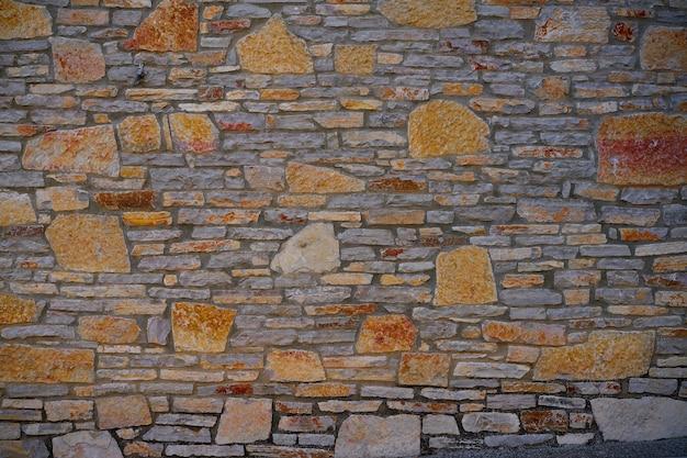 Muro de pedra de alvenaria de pedra com tamanhos diferentes
