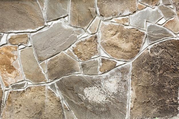 Muro de pedra estruturada em bruto
