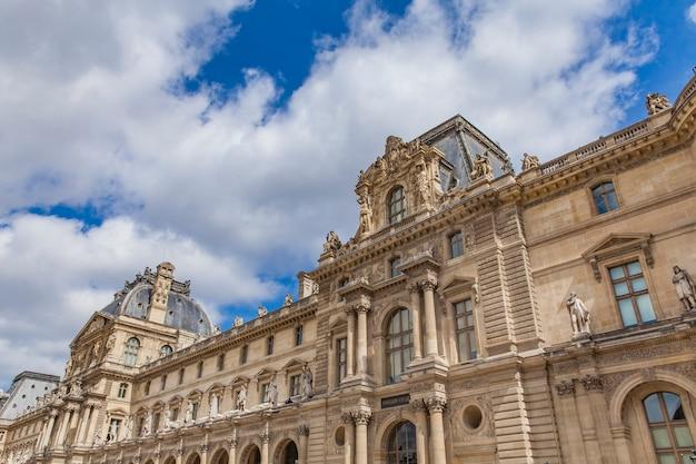 Museu do louvre, em paris