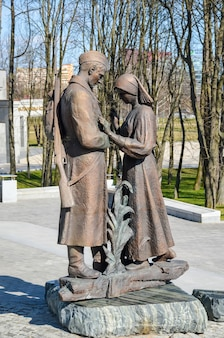 Museu estatal da bielorrússia da grande guerra patriótica, convidou os visitantes após a restauração de muitas exposições.