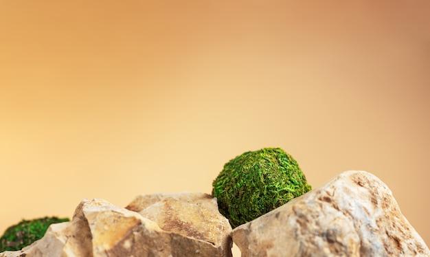 Musgos verdes em forma de círculo deitado sobre pedras no fundo natural. estilo de maquete. espaço vazio da cópia para o projeto. isolado em um fundo laranja claro. conceito de natureza e ecologia.