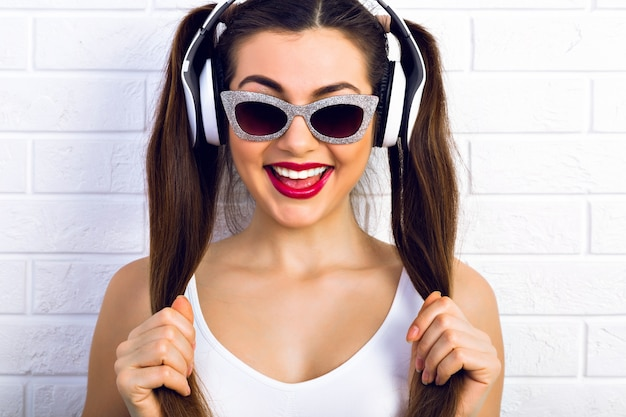 Música favorita, bom humor.