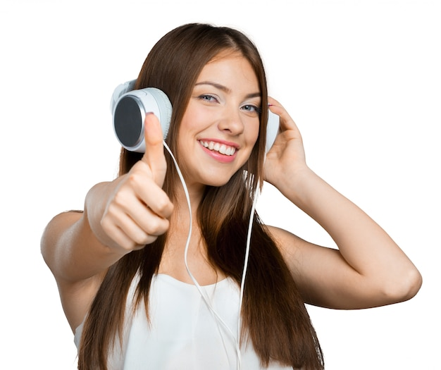 Música jovem feliz com fones de ouvido