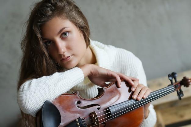Músico com um instrumento