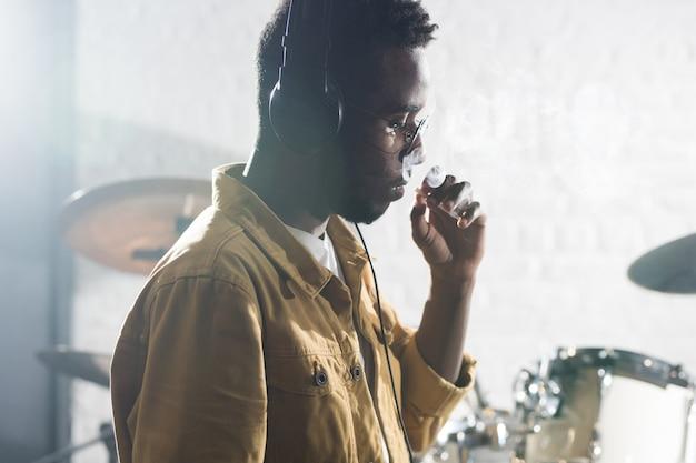 Músico fumador