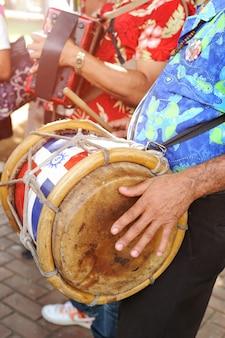 Músicos de rua na república dominicana. santo domingo