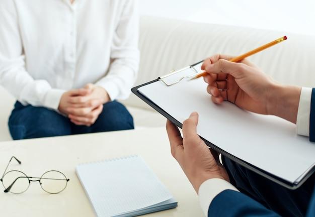 Na consulta de especialistas, psicologia, diagnóstico, terapia, comunicação