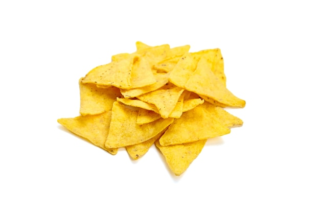 Nachos chips de milho, salgadinho isolado no branco