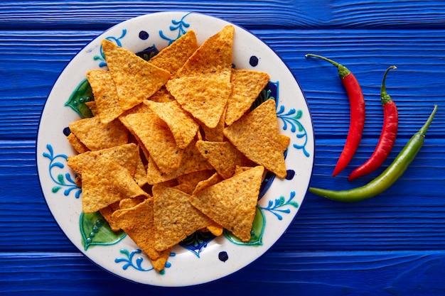 Nachos chips e chili peppers comida mexicana