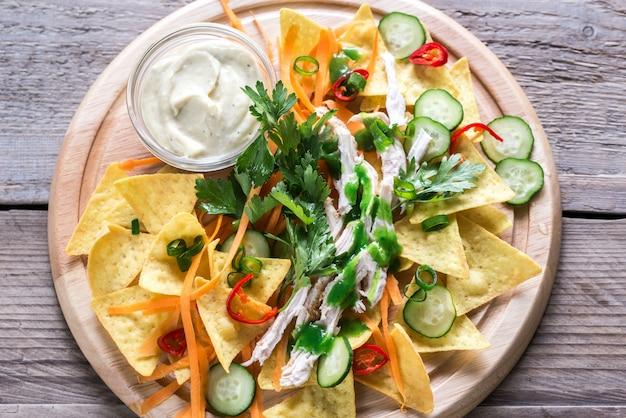 Nachos com frango e legumes