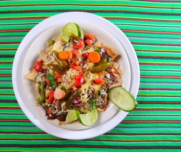 Nachos com queijo legumes chili méxico