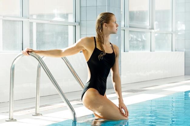 Nadador atrativo da mulher