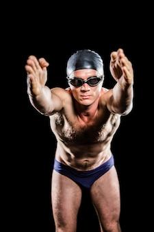 Nadador se preparando para mergulhar