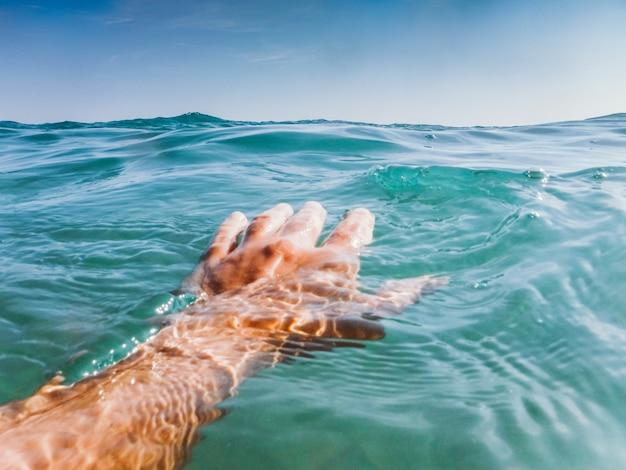 Nadando no mar