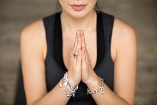 Namaste gesto closeup